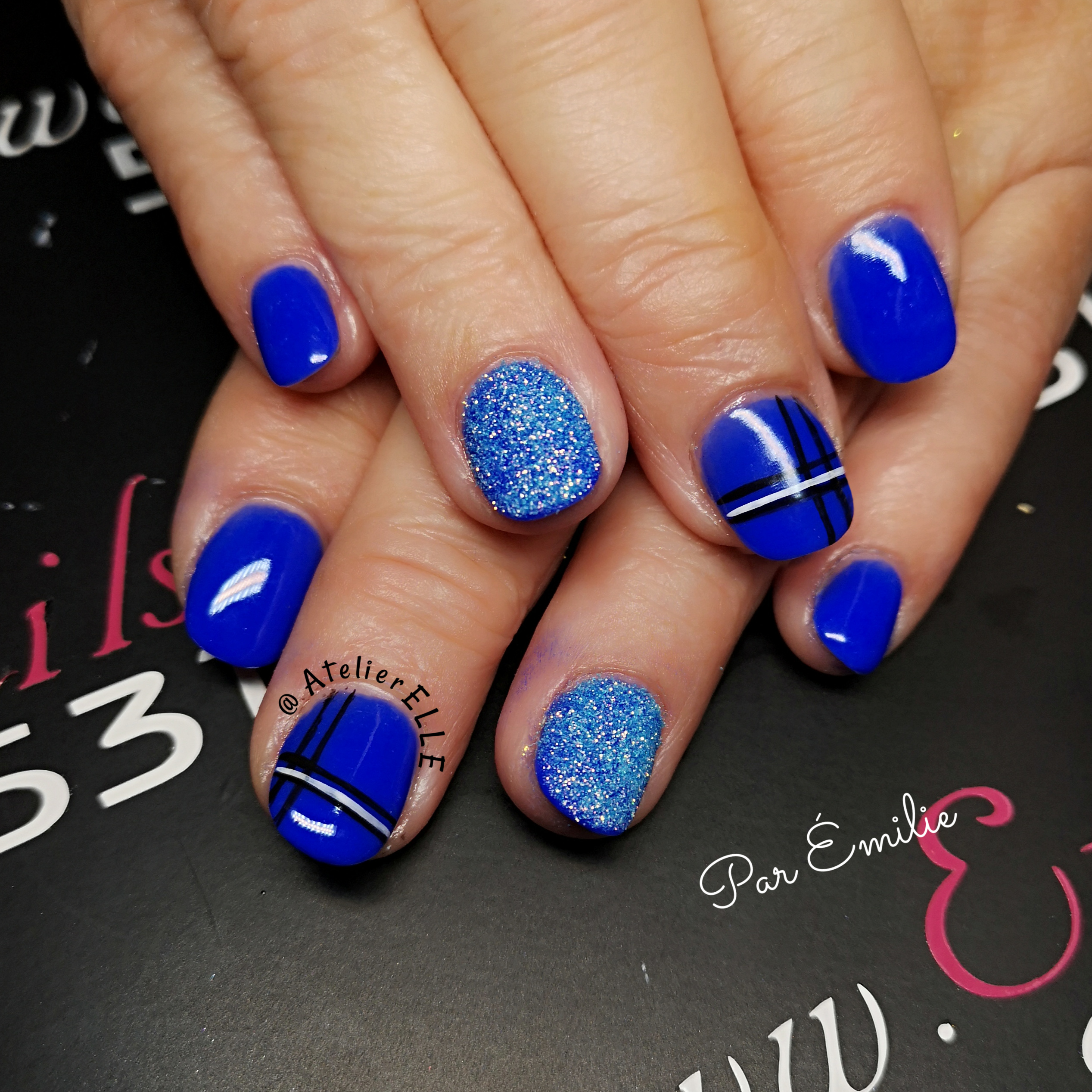 pose d'ongle resine et poudre turquoise